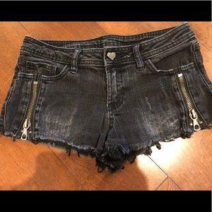 Vera Wang Black Distressed Shorts. Size 1.